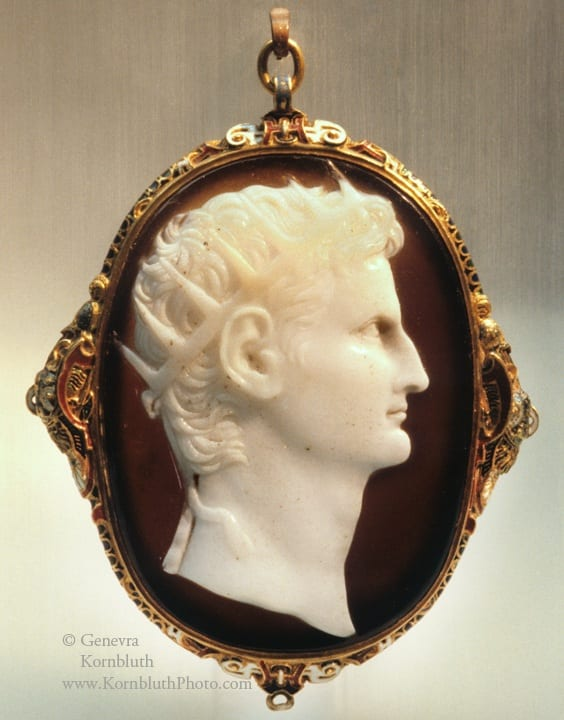 8. Augustus, banded agate cameo, 6.69 x 4.94 cm, decade after 14 CE, frame second half of the sixteenth century. Cologne, Römisch-Germanisches Museum (photo: author).