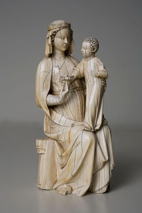 6. Seated Virgin and Child, ivory, 182 x 90 x 90 mm. Barcelona, Museo Nacional d'Art de Catalunya, MNAC/MAC 5223 (photo: ©Museo Nacional d'Art de Catalunya).