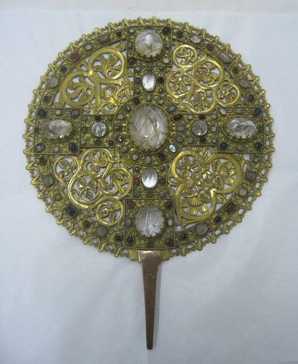 13a.Scheibenkreuz, Hildesheim, bronze gilt, copper gilt, gemstones, 34cm diameter, ca. 1120-1140. Dom-Museum Hildesheim (photo: courtesy of Dom-Museum Hildesheim [photo: Joseph Salvatore Ackley]).