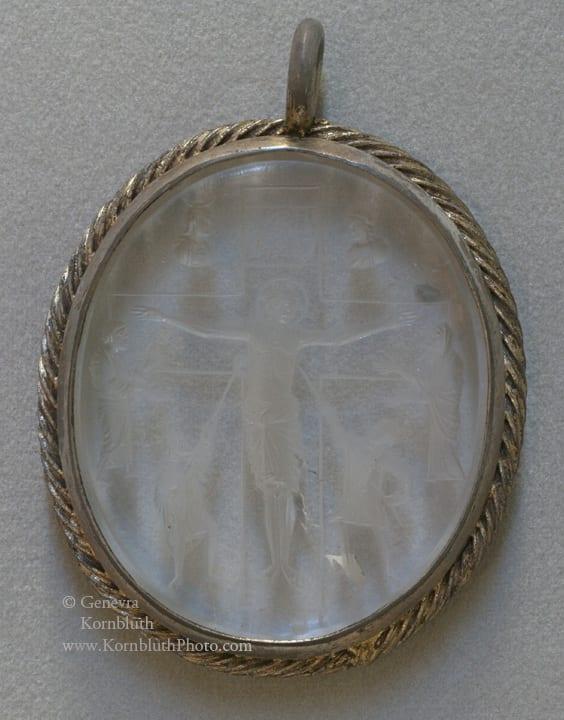 14. Crucifixion, rock crystal intaglio, engraved reverse, 6.1 x 5.4 cm including mount, 855-69. Paris, Cabinet des Médailles, 2167ter (photo: author).