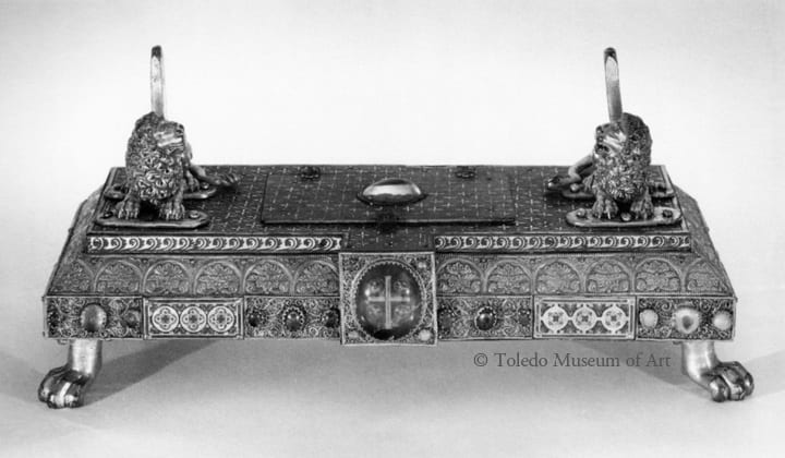 18. Reliquary base, gilt and enameled bronze, copper, silver, rock crystal, 21 x 47 cm, c.1200-1225. Toledo, Ohio, Toledo Museum of Art, 1950.287 (photo: © Toledo Museum of Art).