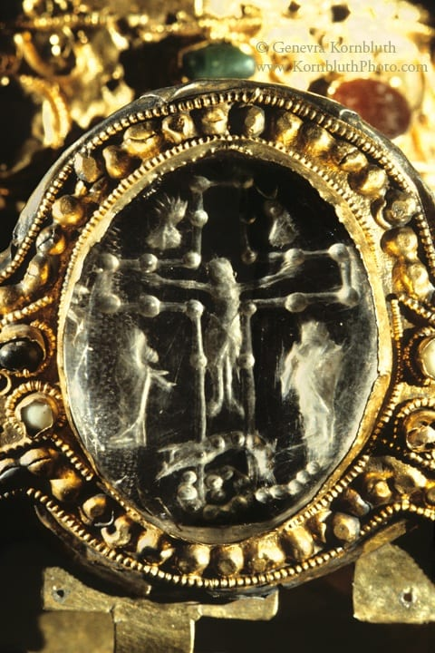 24. Crucifixion, rock crystal intaglio, unengraved obverse, 4.9 x 3.9 cm. On Majesté de Sainte Foi, second quarter of the ninth to mid tenth century. Abbaye de Conques, Treasury (photo: author).