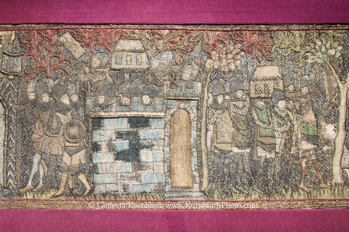 25. Knights carrying a reliquary of St. Martin, altar frontal from Saint Martin de Liége, silk embroidery with gold and silver, second quarter of the fourteenth century. Brussels, Royal Museums of Art and History, Cinquantenaire Museum (photo: author).