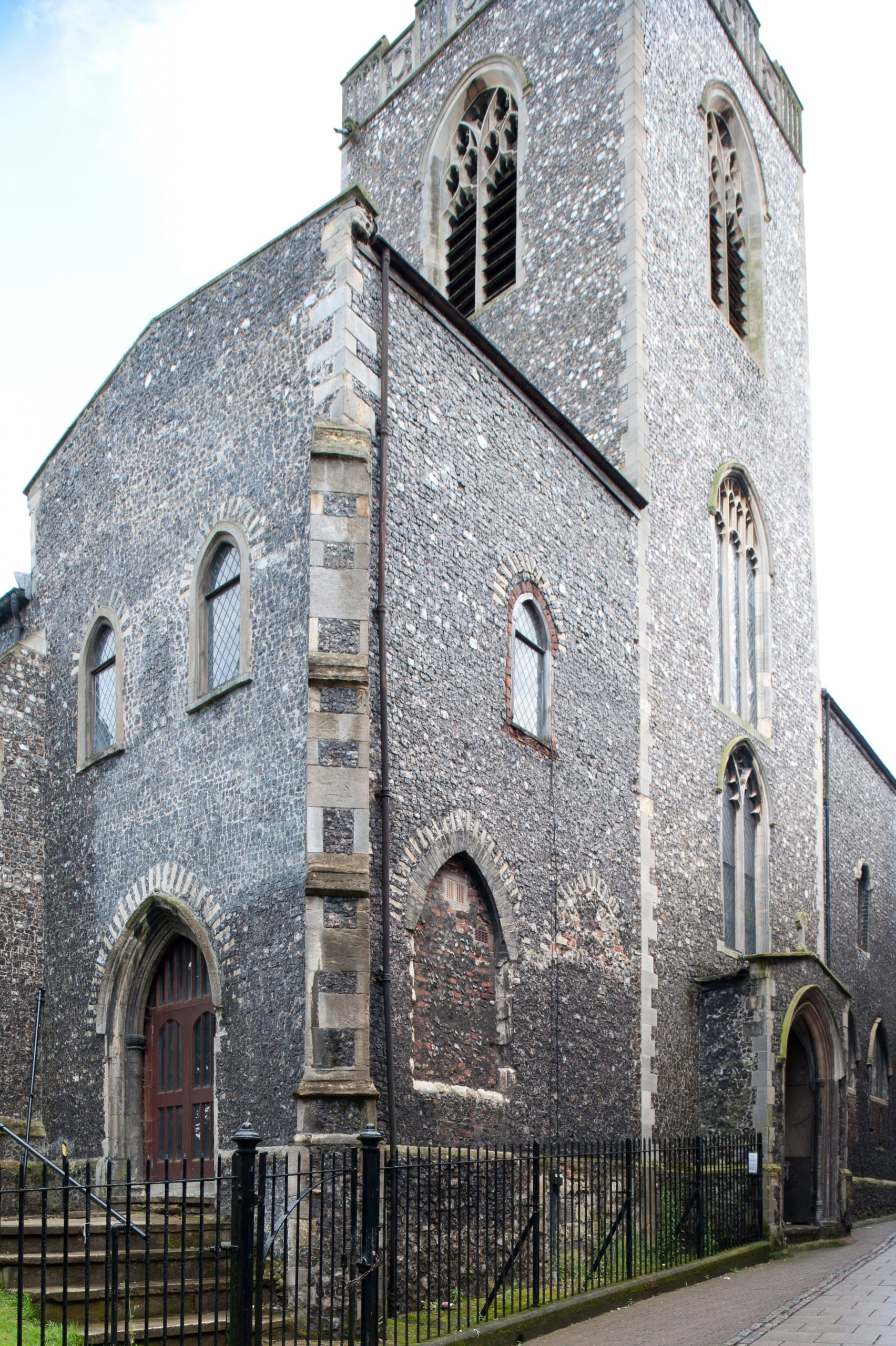 Fig. 6: West end of the former parish church of St. Gregory Pottergate, Norwich, England, view looking southeast (author's photo).