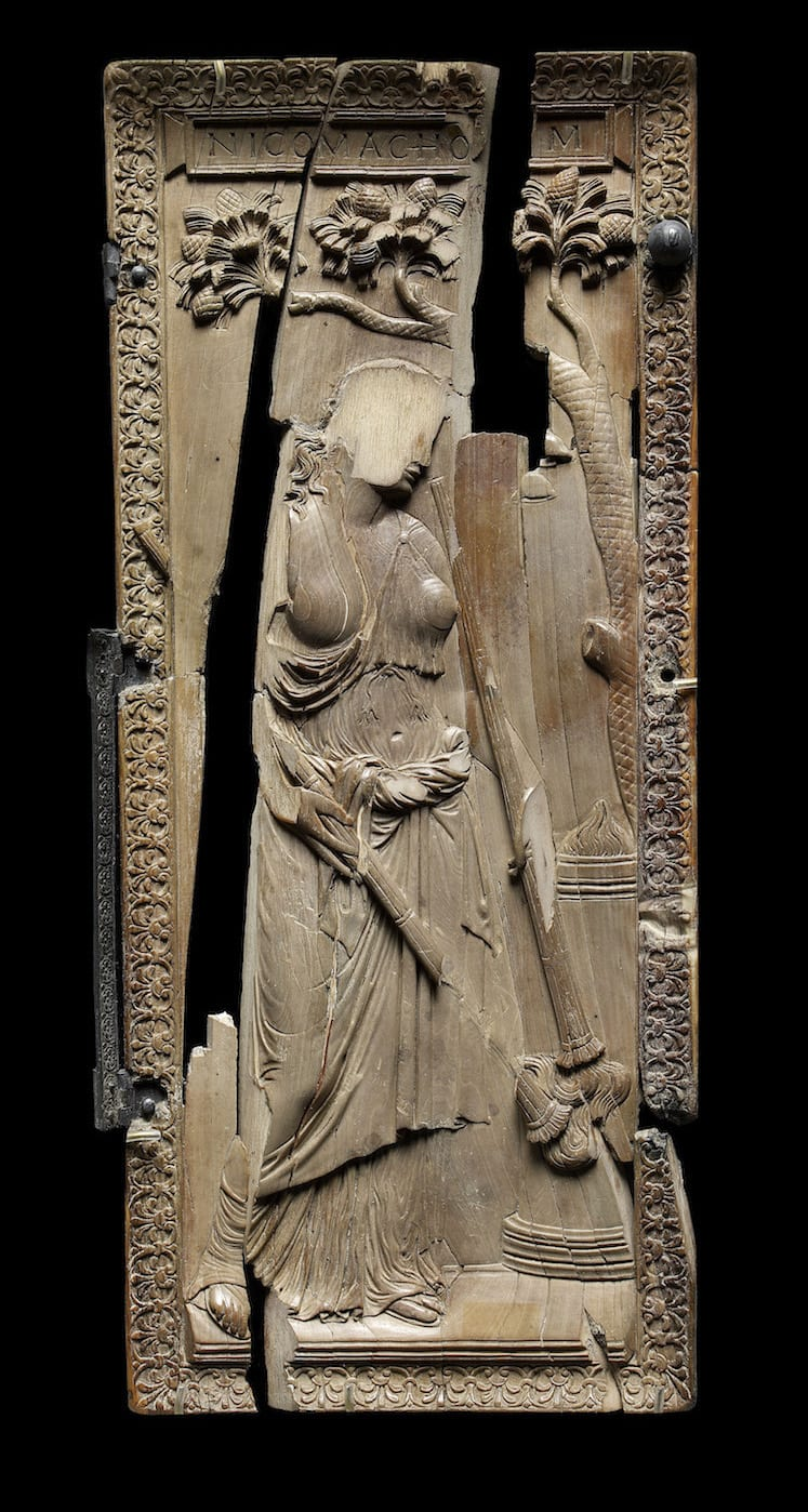 Fig. 7. Diptych of Nicomachorum and Symmachorum: det.: woman sacrificing.